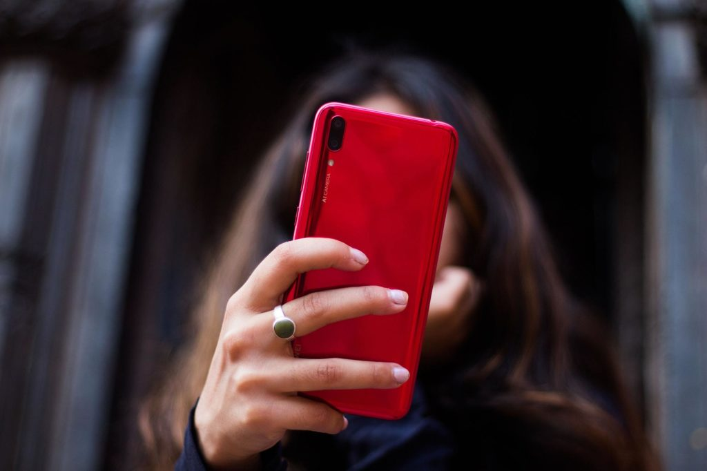 Huawei Y7 Pro 2019 in Coral Red